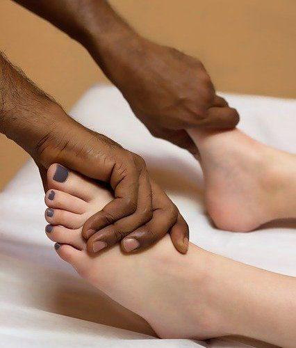 Kaj je refleksna masaža stopal in kaj vam lahko nudi