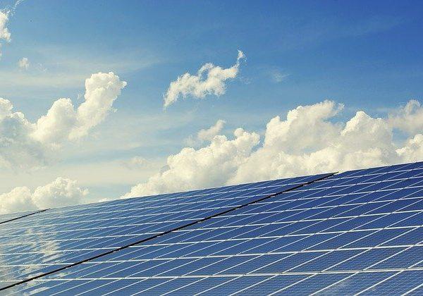 Zakaj investirati v nakup sončne elektrarne?